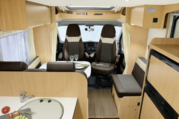 family-standard-3_first-class-reisemobile